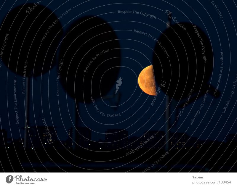 When the moon is in the 7th house dunkel Telekommunikation Hafen Schalen & Schüsseln Mond Schweden Himmelskörper & Weltall Astronomie Satellit Stockholm