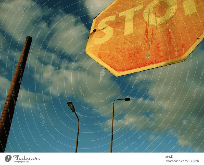 zusammengewürfelt Himmel Hand Wolken Ferne oben Lampe Deutschland Beleuchtung Arbeit & Erwerbstätigkeit Zusammensein Schilder & Markierungen Verkehr Finger Industrie Turm Baustelle