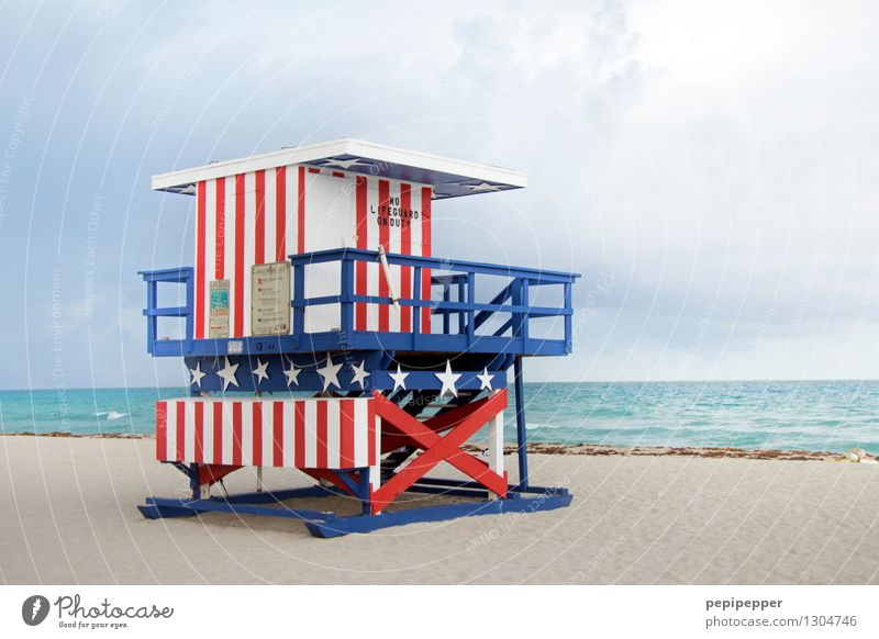 bunte Lebensretter_2 Himmel Ferien & Urlaub & Reisen Wasser Meer Strand Frühling Holz außergewöhnlich Schwimmen & Baden Lifestyle Sand Tourismus Wellen Wellness USA Wahrzeichen