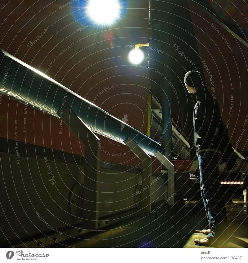 dark | view from the other side pt.3 Mensch Jugendliche schwarz Ferne dunkel kalt Metall Lampe Beleuchtung Hintergrundbild glänzend Perspektive stehen