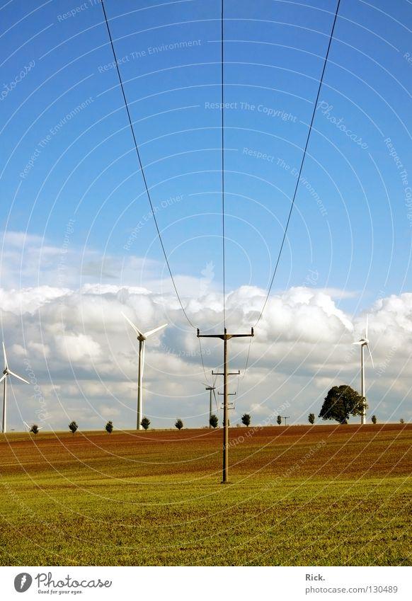 .Clean Power 3 grün Kraft Windkraftanlage weiß blau Kabel Strommast Natur Technik & Technologie Wolken Himmel Farbe Perspektive mehrfarbig Kontrast Elektrizität