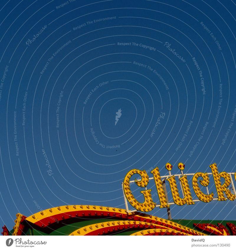 Glück Himmel blau Freude Gefühle Glück Wohnung Schriftzeichen Buchstaben Jahrmarkt Typographie Glühbirne Schicksal himmelblau Leuchtreklame Chance Zufall