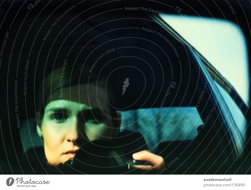 Drive By Shootings Frau Gesicht schwarz Farbe feminin PKW Fotografie Spiegel Verkehr grimmig hervorrufen