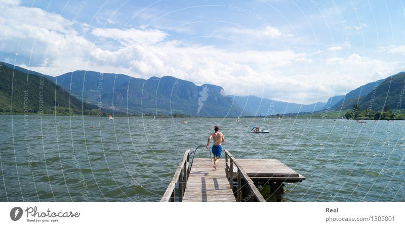 In den See Mensch Himmel Natur Ferien & Urlaub & Reisen Jugendliche Sommer Wasser Junger Mann Landschaft Freude Ferne Strand Glück Freiheit Schwimmen & Baden