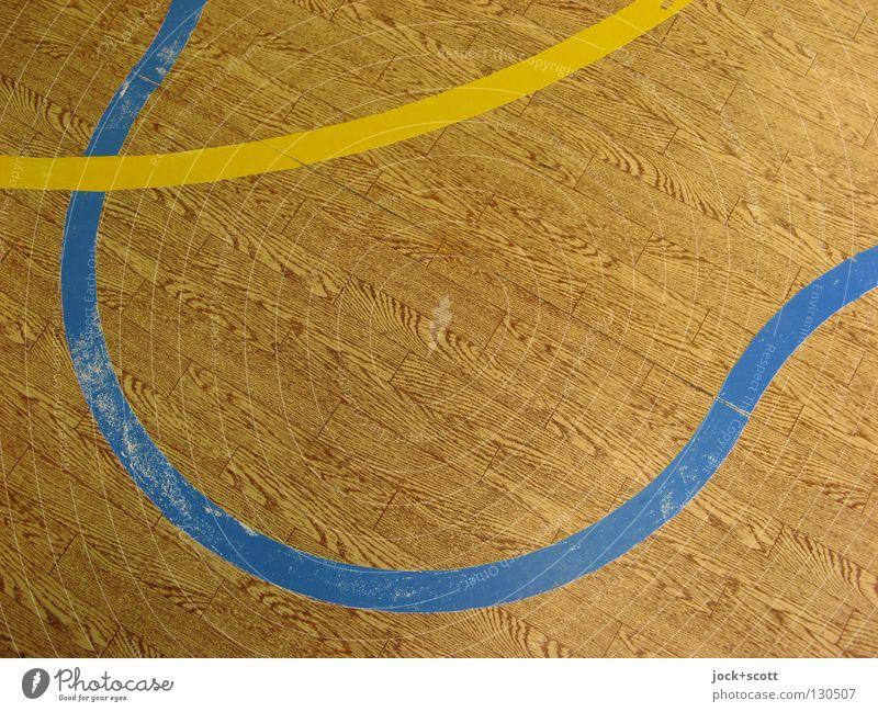 drei Jahre Linientreu rot gelb Leben Gefühle Sport Spielen Linie braun Zusammensein Ordnung Wellen Perspektive Beginn Bodenbelag Boden Show