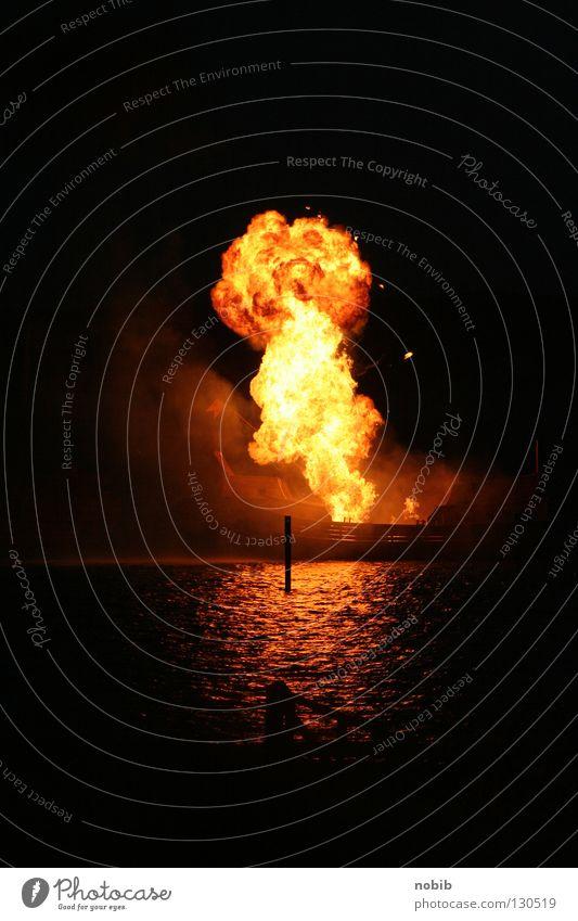 explosion Wasser schwarz dunkel Angst Brand Rauch Kino Panik Explosion Pyrotechnik