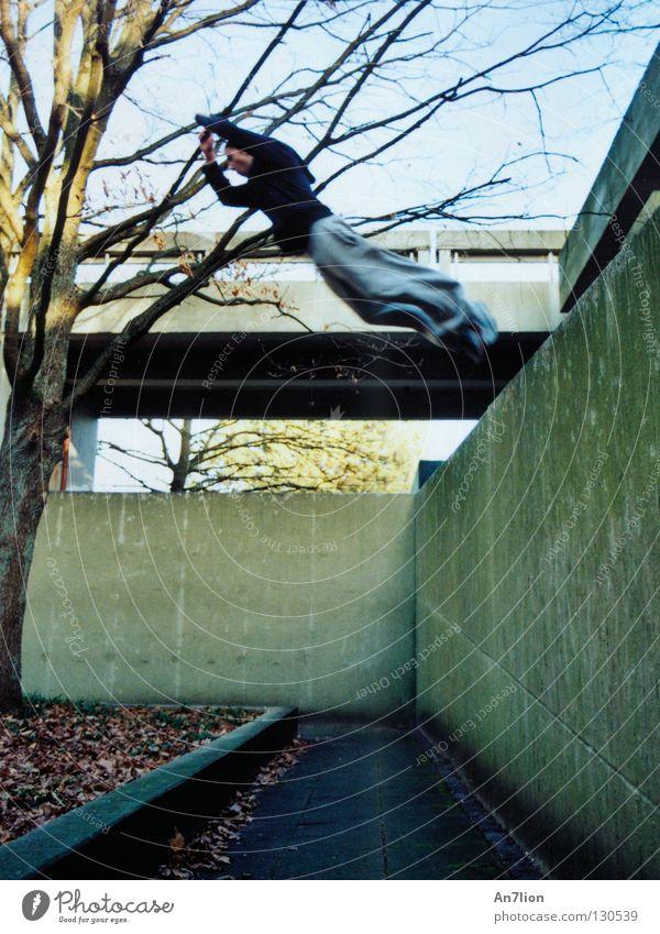 Saut de fond springen Mauer Studium Bodenbelag Student Barriere Bildung Le Parkour Bochum Extremsport