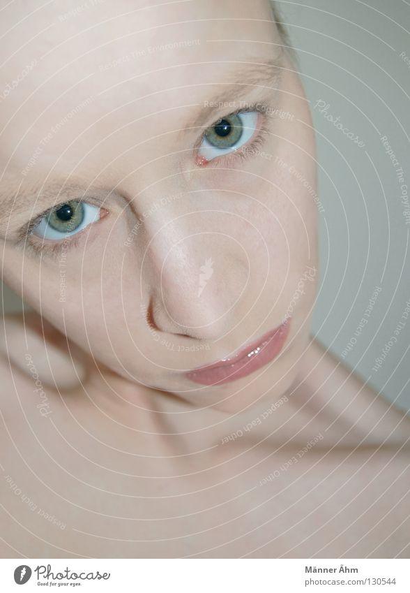 An(ge)sichtssachen. Pastellton rosa Wimpern Augenbraue rein Lippenstift Schminke Schlüsselbein Stirn Frau grün drehen Kosmetik dünn Gesundheit Haut Gesicht