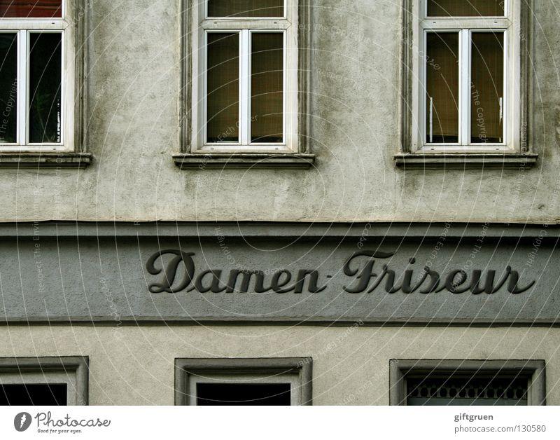 montag ist ruhetag Haare & Frisuren langhaarig Fassade Haus Fenster Ladengeschäft Aufschrift Buchstaben Wort geschnitten Haare schneiden färben Lockenwickler