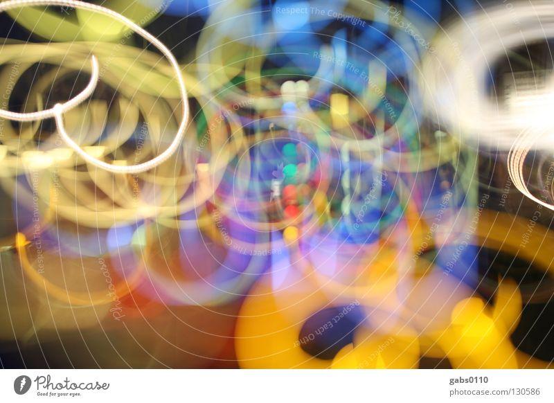 warum bin ich so fröhlich? mehrfarbig Spirale Lichtspiel Illumination Strahlung durcheinander chaotisch Unschärfe Spielen kindlich Ampel weiß rot gelb schwarz