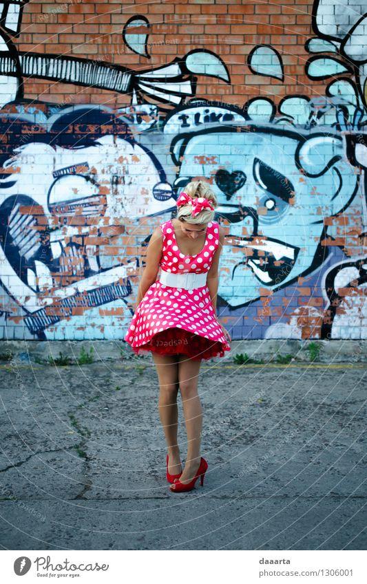 nach oben gehen Stadt Sommer Erotik Freude Leben Graffiti feminin Stil Spielen Feste & Feiern Freiheit Lifestyle Party wild Freizeit & Hobby