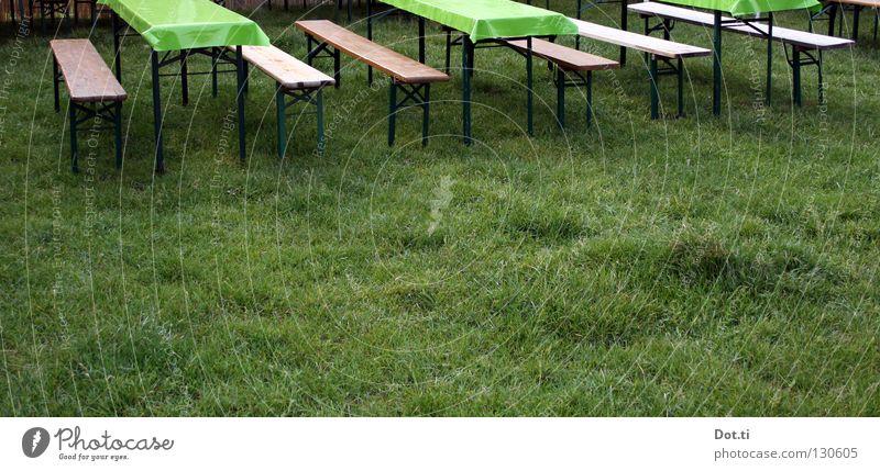 Partypause grün Sommer Farbe Einsamkeit Wiese Gras Garten Feste & Feiern Park Stimmung Freizeit & Hobby Ordnung leer Tisch Bank Rasen