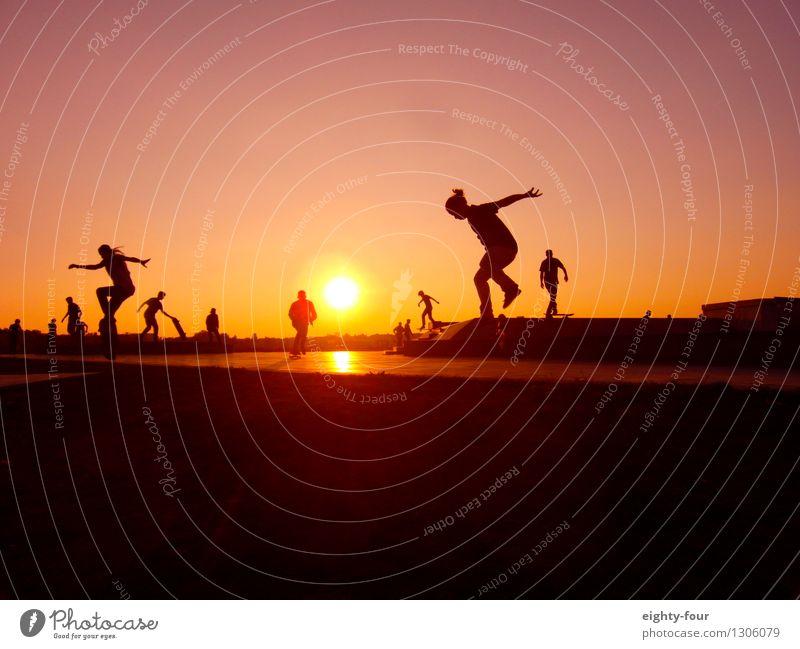 Rollen bis zum Horizont Lifestyle Freizeit & Hobby Ferien & Urlaub & Reisen Ferne Freiheit Sommer Sport Skateboard Junge Frau Jugendliche Junger Mann
