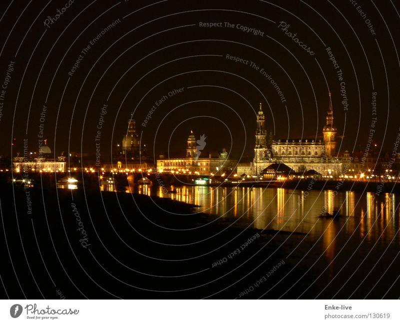 Dresden bei Nacht Nachtaufnahme Langzeitbelichtung dunkel Reflexion & Spiegelung Abenddämmerung Stadt Wasser Siluette Licht Frauenkirche Elbe Fluss