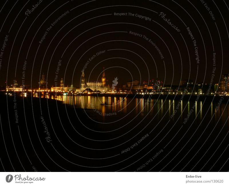 Dresden bei Nacht 1 Wasser Beleuchtung Fluss Abenddämmerung Elbe Nachtaufnahme Frauenkirche