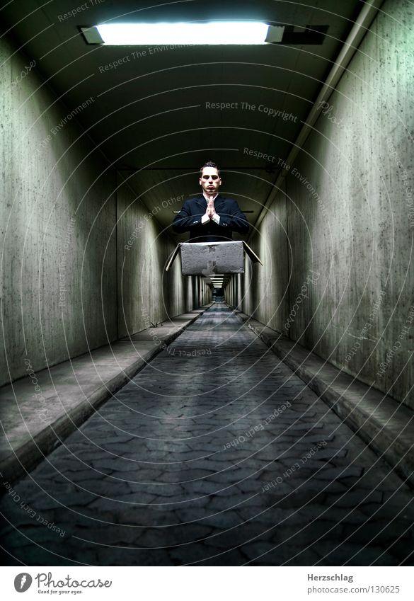 Mr. Black II weiß schwarz dunkel Mauer Wege & Pfade Angst fliegen Macht Anzug Tunnel Gebet heilig Karton Schweben Pflastersteine Papier
