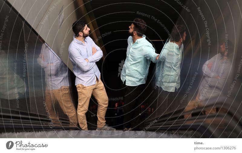 . maskulin 2 Mensch Bahnhof Tunnel Bauwerk Gebäude U-Bahnstation Rolltreppe Hemd Hose brünett kurzhaarig Vollbart Stein Metall fahren stehen Zufriedenheit