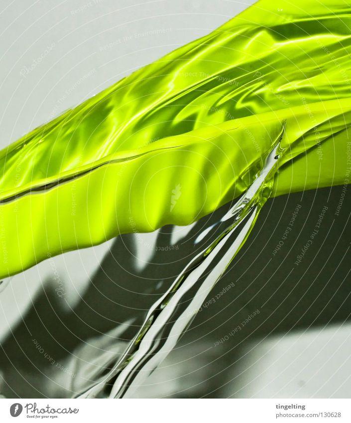 fließt die zweite Wasser grün nass frisch nah Klarheit Statue feucht durchsichtig fließen Gießkanne wellig hellgrün