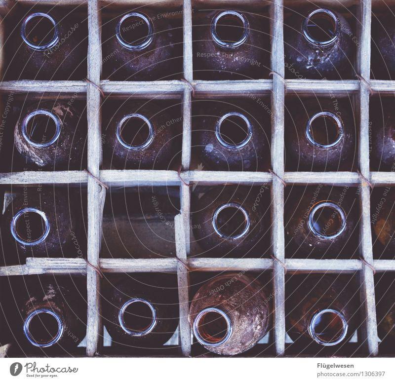 Nur noch eine Flasche Lebensmittel Party Glas Glas Trinkwasser Getränk Wein Veranstaltung Bier Geschirr Flasche Alkohol Cocktail Erfrischungsgetränk Nachtleben Entertainment