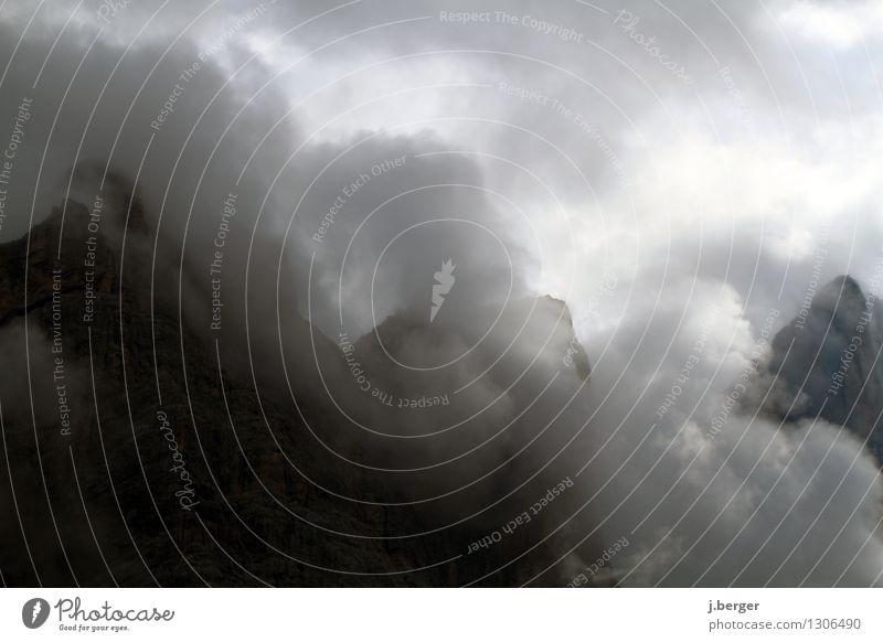Dampfbad Natur weiß Landschaft Wolken Ferne schwarz Berge u. Gebirge grau Felsen Nebel Urelemente Gipfel Alpen Südtirol schlechtes Wetter Dolomiten