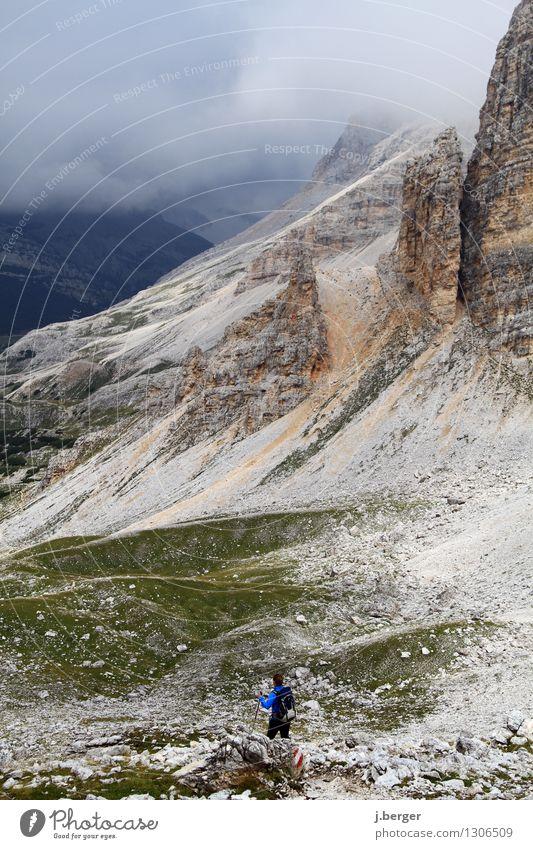 Dolomiten wandern Natur Landschaft Wolken Gewitterwolken schlechtes Wetter Nebel Felsen Alpen Berge u. Gebirge Gipfel blau grau Südtirol Hochebene Geröllfeld