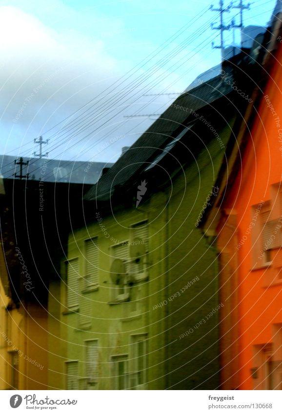 Neon World Neonlicht Haus Gebäude gelb grün Himmel modern Erde houses Straße street orange blue gestellt sky artificial anni k.