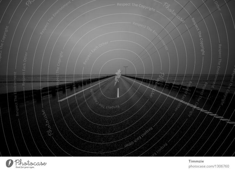 Road to Romo Wolken Straße Küste Regen Wetter Nebel Insel Sehnsucht Fernweh Verkehrswege schlechtes Wetter Dänemark Rømø