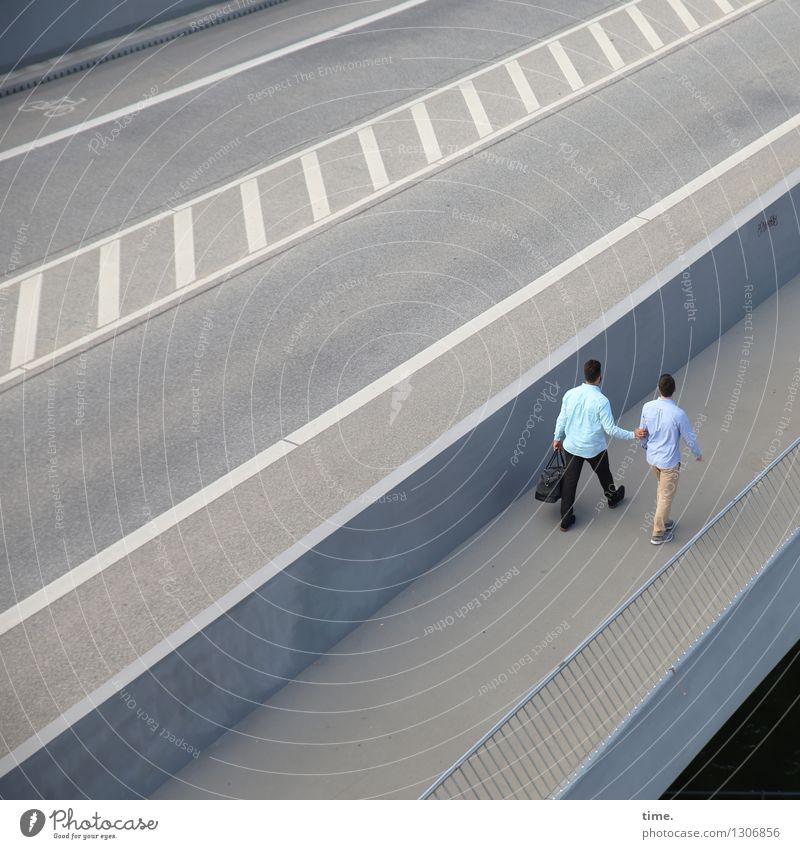 . maskulin 2 Mensch Brücke Geländer Verkehr Verkehrswege Personenverkehr Autofahren Straße Wege & Pfade Teer Asphalt Mittelstreifen Hemd Hose Tasche brünett