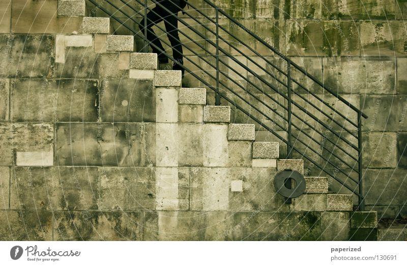 // VON // DEN // BEINEN // AUFWÄRTS alt schwarz Stein Wege & Pfade Beine Metall dreckig Treppe Jeanshose Klettern Hose Stoff Verkehrswege aufwärts steigen
