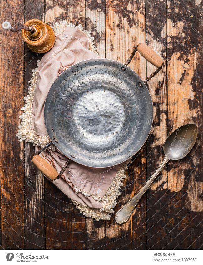 Leere Kochtopf und Löffel - altes Stillleben Ernährung Topf Lifestyle Design Haus Tisch Küche Kochlöffel Dekoration & Verzierung altehrwürdig Hintergrundbild