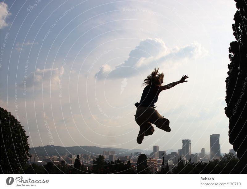 Pretorias Freiheit springen Stadt Wolken Ausgelassenheit Hochhaus weiß Abendsonne Südafrika Leben Sommer April gefangen Ferien & Urlaub & Reisen Licht