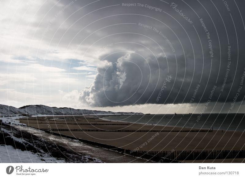 Teilweiser Weltuntergang Wolken Lamm mehrere Einigkeit grau böse Unwetter Sturm Apokalypse Oberfläche Belgien Niederlande rechts links Schneedecke Meer Zeeland