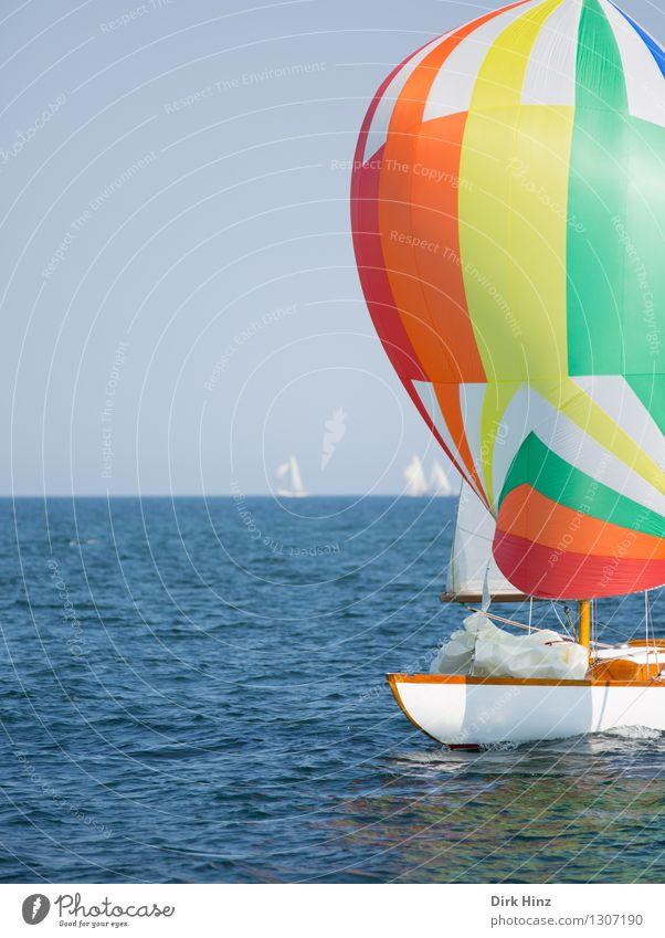 Bunte Ostseeblase Ferien & Urlaub & Reisen blau Wasser Erholung Meer Reisefotografie gelb Bewegung Freiheit Horizont orange Tourismus Wind Aussicht Ereignisse