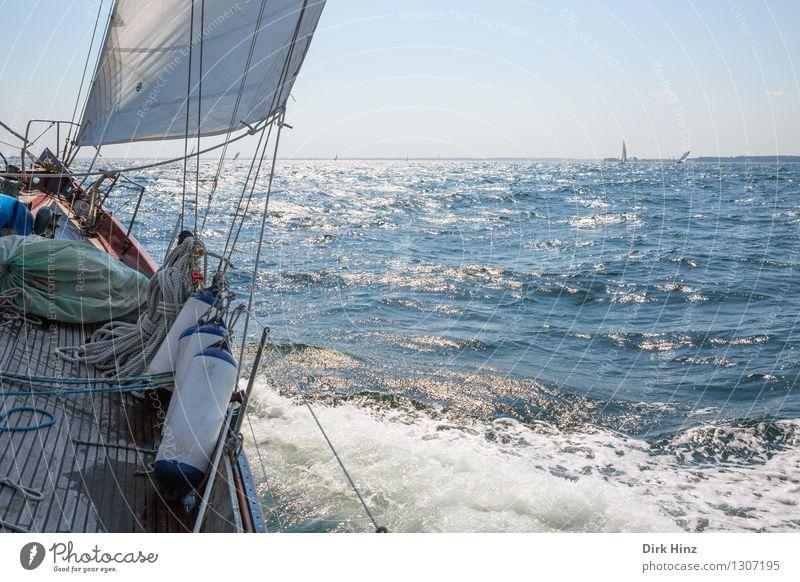 Fernweh Lifestyle Freude Freizeit & Hobby Ferien & Urlaub & Reisen Tourismus Ausflug Ferne Freiheit Sommer Sommerurlaub Sonne Meer Wellen Segeln Jacht blau