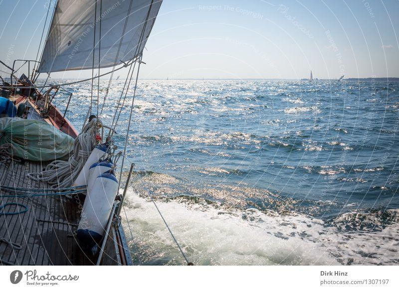 German Classics Regatta I Segeln Jacht blau Tourismus Segelboot Segelschiff Segeljacht Segeltörn Segelurlaub Ostsee Wellen Wellengang Schiffsdeck Seil See