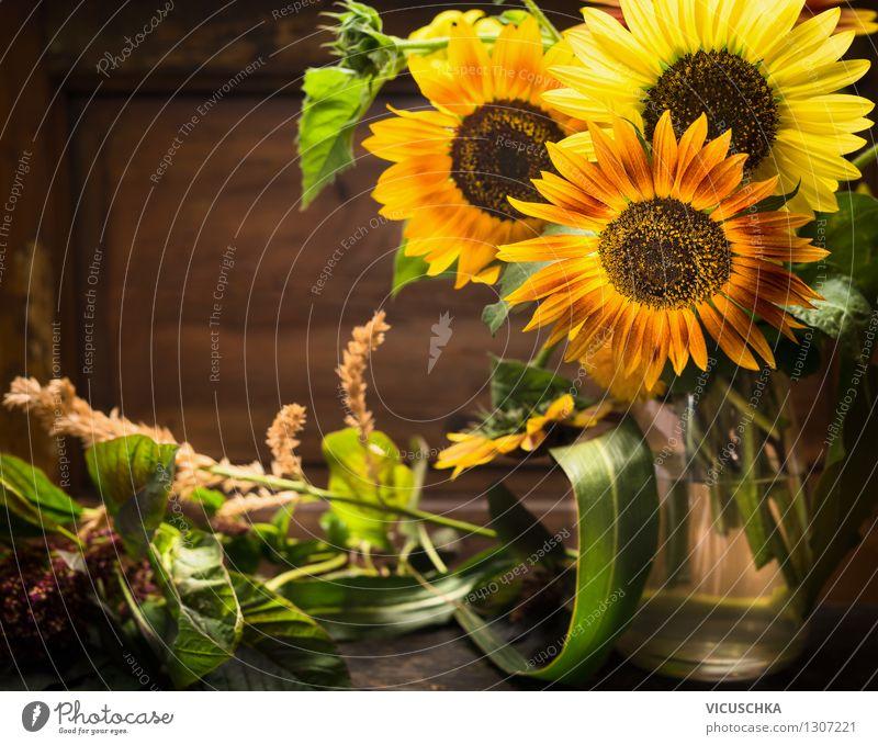 Vase mit Sonnenblumen Natur Pflanze Sommer Blume Blatt Haus dunkel gelb Leben Blüte Herbst Stil Hintergrundbild Holz Garten Lifestyle