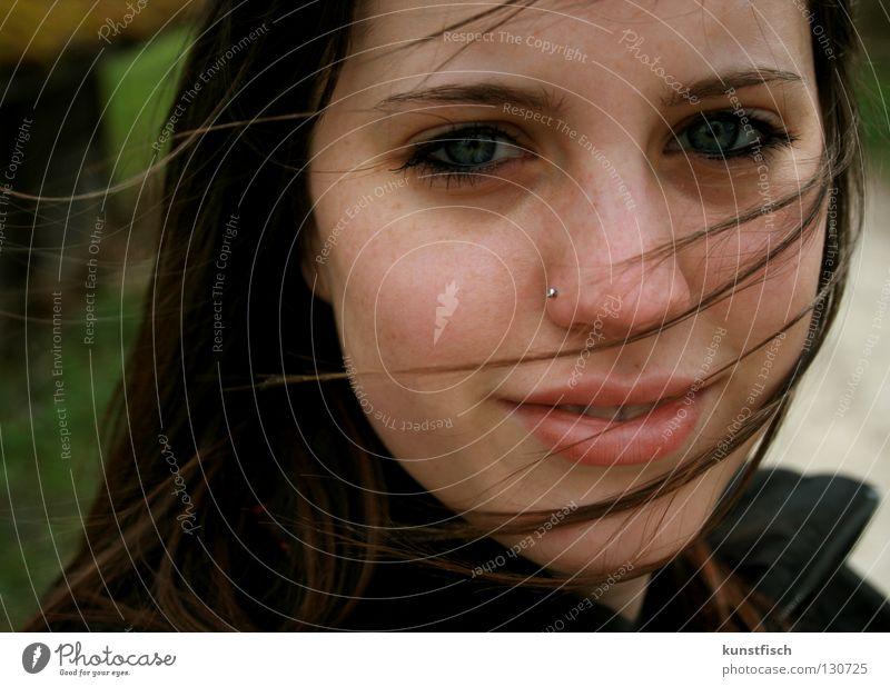 °°the answer is blowing in the wind°° Frau grün Gesicht Auge Haare & Frisuren lachen Luft Stimmung Regen Wind Lippen Sturm Gewitter luftig Haarsträhne Mund