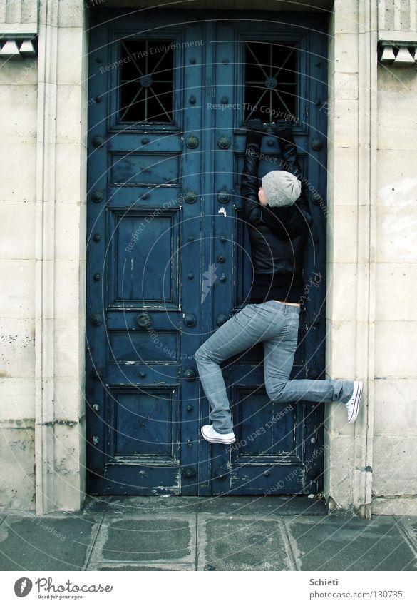 Gehänge Frau blau Freude Stein Tür Paris Tor Mütze Frankreich hängen