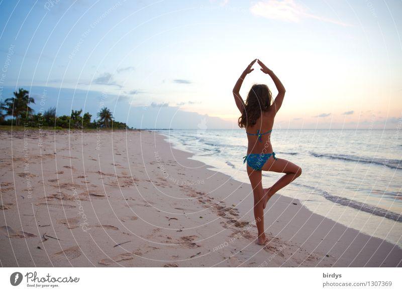 Yoga elegant exotisch Körper Gesundheit harmonisch Sinnesorgane ruhig Meditation Sommer Mädchen 1 Mensch 8-13 Jahre Kind Kindheit Sand Himmel Sonnenaufgang
