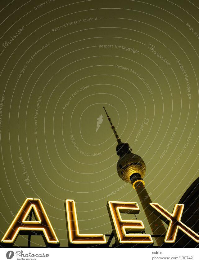 Postkarte Stadt dunkel Berlin leuchten Schriftzeichen hoch ästhetisch Telekommunikation Denkmal Stadtzentrum Wahrzeichen Restaurant Sehenswürdigkeit Hauptstadt