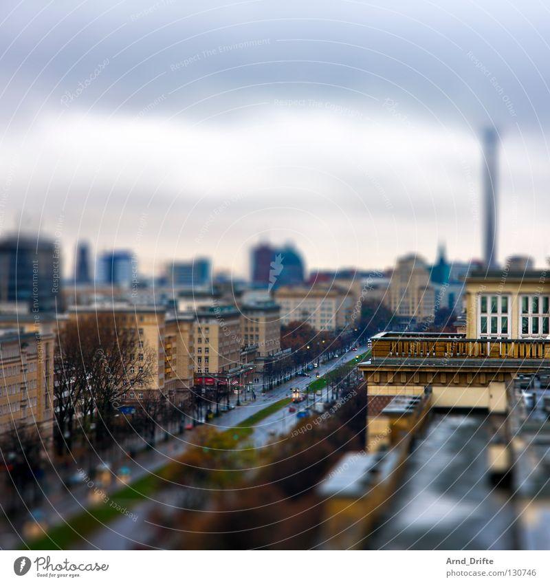 Mini-Berlin Himmel Stadt Haus Wolken Straße Berlin Regen Vogelperspektive klein Wetter nass Hochhaus Dach Verkehrswege