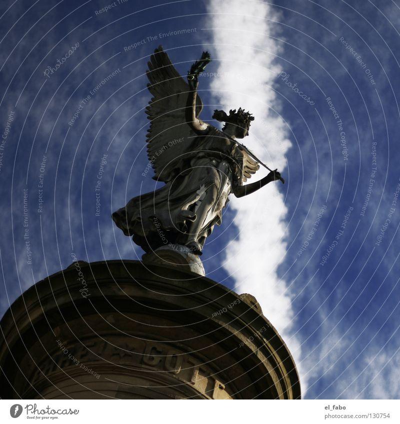 ehre! Himmel ruhig Wolken Tod Luft fliegen frei Engel Frieden Flügel Statue Denkmal Krieg Gott Marktplatz Götter