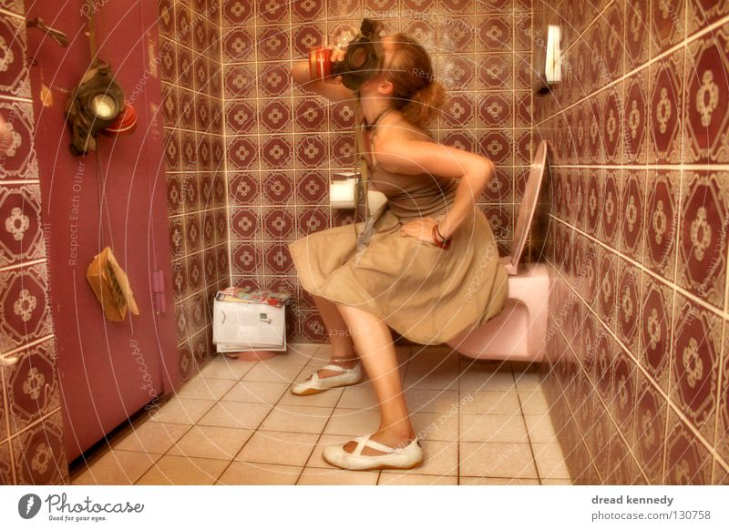 Duft Lass Nach Mensch Jugendliche Muster Luft Medien Tür Wohnung Umweltverschmutzung Frau Pause Bad Zeitung Maske Konzentration Fliesen u. Kacheln Toilette