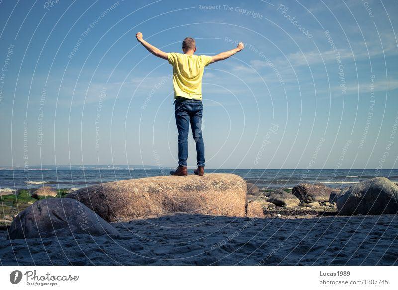 Wooohooo Mensch Ferien & Urlaub & Reisen Jugendliche Mann Sommer Sonne Meer Junger Mann Freude Ferne Strand 18-30 Jahre Erwachsene Glück Freiheit maskulin