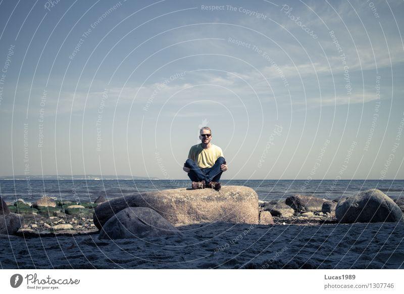 Sitting in the morning sun Mensch Himmel Natur Ferien & Urlaub & Reisen Jugendliche Mann Sommer Sonne Meer Landschaft Junger Mann Wolken Strand 18-30 Jahre