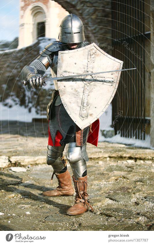 Der Ritter III exotisch Mann Erwachsene 1 Mensch 18-30 Jahre Jugendliche Krieger Winter Eis Frost Schnee Berge u. Gebirge Altstadt Burg oder Schloss Ruine Mauer