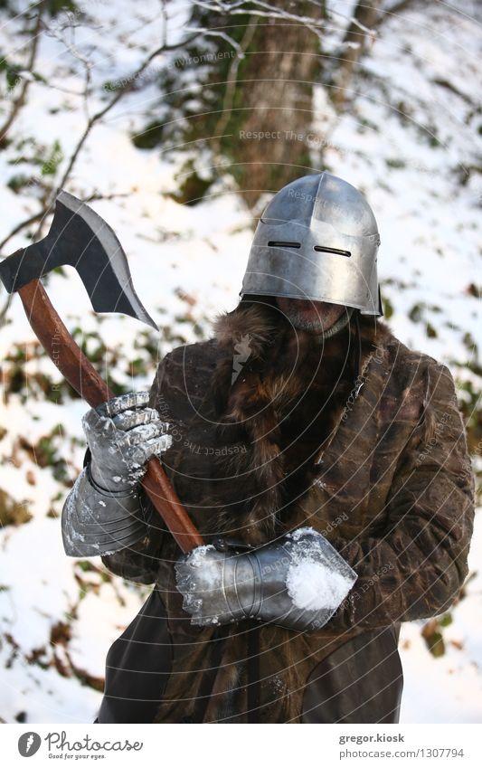 Mittelalterlicher Krieger Feste & Feiern Karneval Jahrmarkt Mann Erwachsene 1 Mensch 30-45 Jahre Winter Eis Frost Schnee Baum Wald Berge u. Gebirge