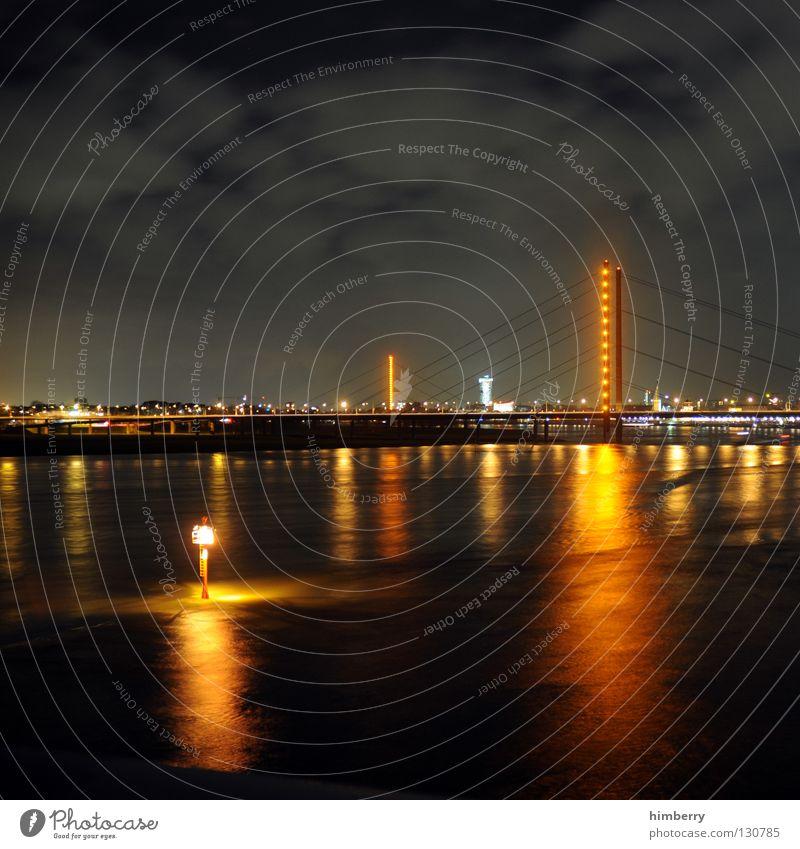 berauschender schlussverkauf Stadt blau Straße Lampe Beleuchtung Hochhaus Lifestyle Brücke modern Turm Spitze Skyline Säule Düsseldorf