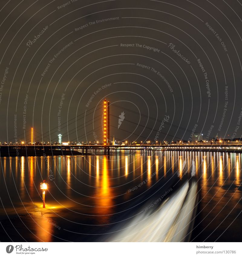 berauschender schlussverkauf II Stadt blau Straße Lampe Beleuchtung Hochhaus Lifestyle Brücke modern Turm Spitze Skyline Säule Düsseldorf