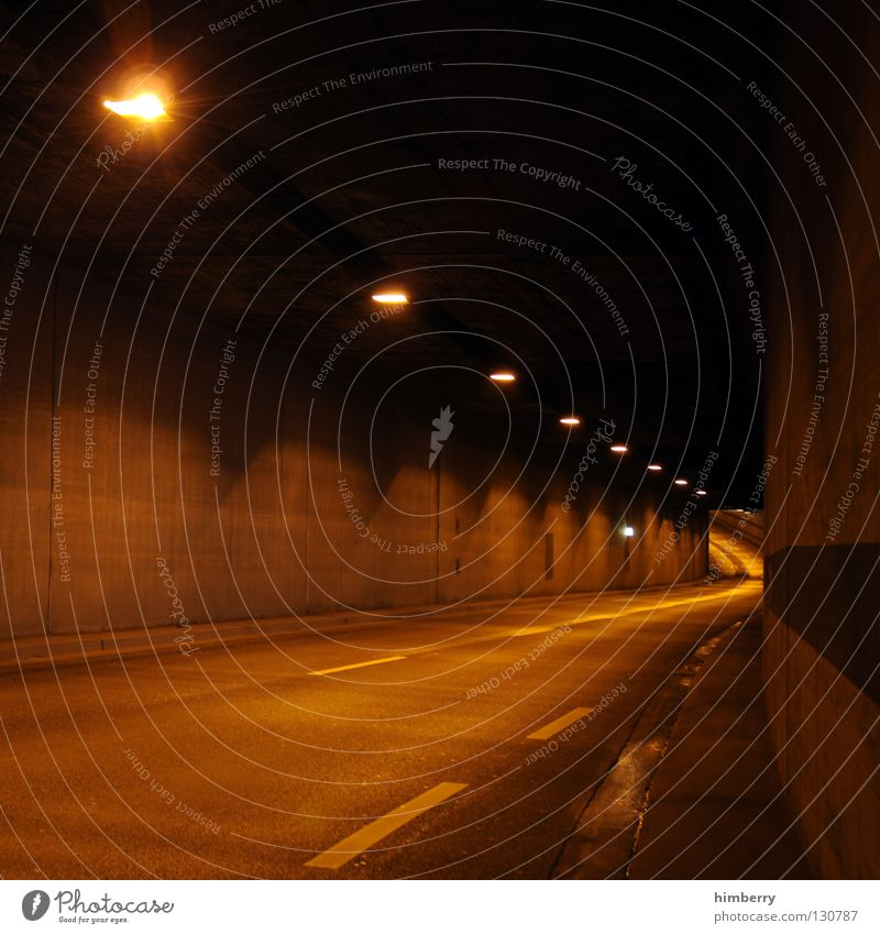 ich hau ab Tunnel Verkehr Beton Nacht Langzeitbelichtung Geschwindigkeit KFZ Licht fahren abbiegen Spuren Düsseldorf traffic Straße channel city lights Autobahn